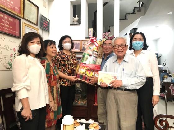 Phó Chủ tịch UBND TPHCM Phan Thị Thắng thăm, chúc tết các hộ dân ảnh 2