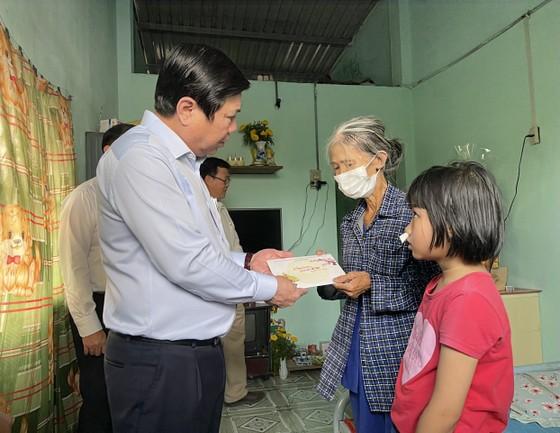 Chủ tịch UBND TPHCM Nguyễn Thành Phong thăm, chúc tết các đơn vị và người dân ảnh 5