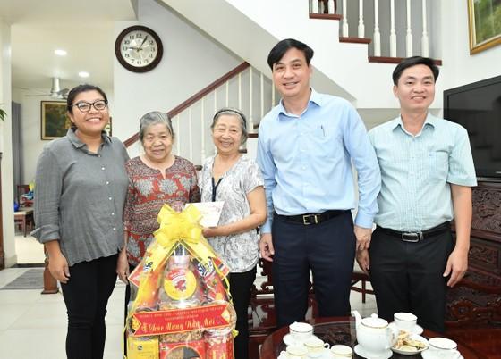 Phó Chủ tịch UBND TPHCM Lê Hòa Bình thăm, chúc tết cán bộ nguyên lãnh đạo Trung ương và TPHCM ảnh 1