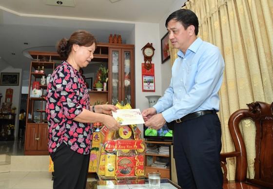 Phó Chủ tịch UBND TPHCM Lê Hòa Bình thăm, chúc tết cán bộ nguyên lãnh đạo Trung ương và TPHCM ảnh 2