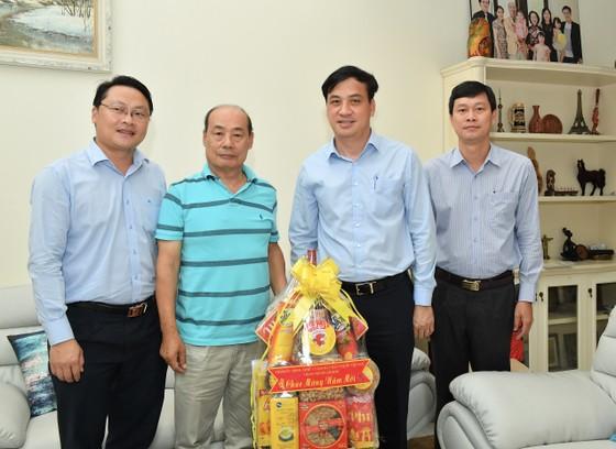 Phó Chủ tịch UBND TPHCM Lê Hòa Bình thăm, chúc tết cán bộ nguyên lãnh đạo Trung ương và TPHCM ảnh 3