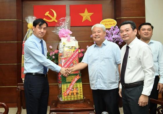 Phó Chủ tịch UBND TPHCM Lê Hòa Bình thăm, chúc tết cán bộ nguyên lãnh đạo Trung ương và TPHCM ảnh 7