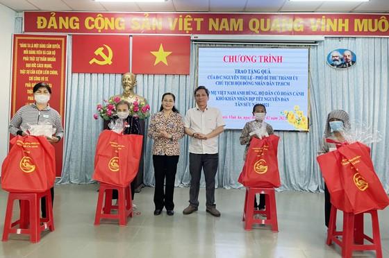 Thường trực HĐND TPHCM tặng 249 phần quà tới Mẹ Việt Nam Anh hùng và người dân huyện Củ Chi ảnh 2