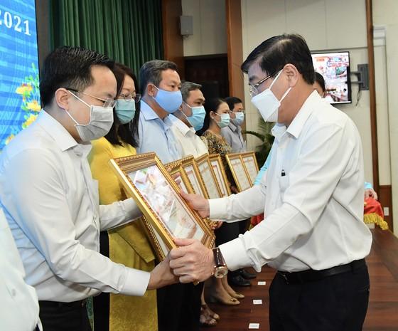 Chủ tịch UBND TPHCM Nguyễn Thành Phong 'điểm mặt' sở ngành 'ngâm' hồ sơ của doanh nghiệp ảnh 4