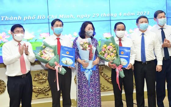 Chủ tịch UBND TPHCM Nguyễn Thành Phong trao quyết định thành lập các cơ quan báo chí và bổ nhiệm nhân sự ảnh 4