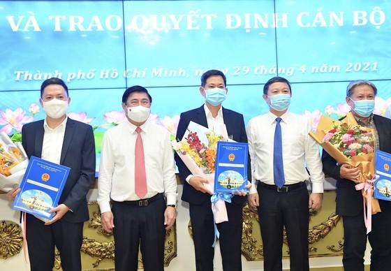 Chủ tịch UBND TPHCM Nguyễn Thành Phong trao quyết định thành lập các cơ quan báo chí và bổ nhiệm nhân sự ảnh 3