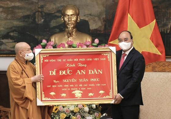 Chủ tịch nước Nguyễn Xuân Phúc tiếp Đoàn đại biểu Giáo hội Phật giáo Việt Nam ảnh 3