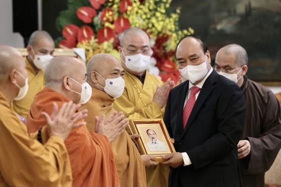 Chủ tịch nước Nguyễn Xuân Phúc tiếp Đoàn đại biểu Giáo hội Phật giáo Việt Nam ảnh 4