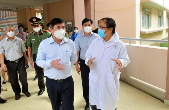 Chủ tịch UBND TPHCM Nguyễn Thành Phong: Y tế sẽ tới tận nhà tiêm vaccine cho người dân ảnh 4