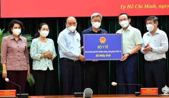 Chủ tịch nước Nguyễn Xuân Phúc: Chiến lược song trùng vừa dập dịch, vừa điều trị  ảnh 3