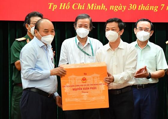 Chủ tịch nước Nguyễn Xuân Phúc: Chiến lược song trùng vừa dập dịch, vừa điều trị  ảnh 4