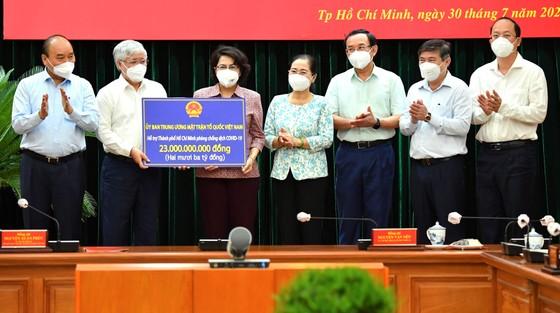 Chủ tịch nước Nguyễn Xuân Phúc: Chiến lược song trùng vừa dập dịch, vừa điều trị  ảnh 5