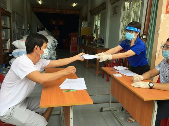 TPHCM hỗ trợ vô điều kiện toàn bộ 2,5 triệu người dân khó khăn, tiền sẽ mang tới tận nhà ảnh 1