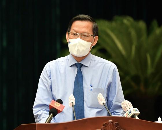 Đồng chí Phan Văn Mãi phát biểu nhận nhiệm vụ khi được bầu giữ chức vụ Chủ tịch UBND TPHCM, ngày 24-8-2021. Ảnh: VIỆT DŨNG