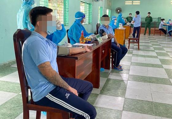 Cơ sở xã hội Nhị Xuân tiêm vaccine cho học viên cai nghiện ma túy ảnh 1