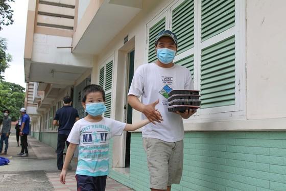 Đưa dân từ nhà trọ lụp xụp ở quận Bình Thạnh vào trong nhà nghỉ, chung cư ảnh 5