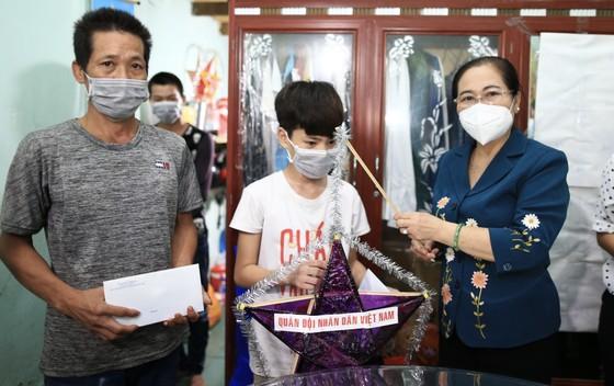 Chủ tịch HĐND TPHCM Nguyễn Thị Lệ thăm, động viên trẻ em mồ côi vì Covid-19 ảnh 1