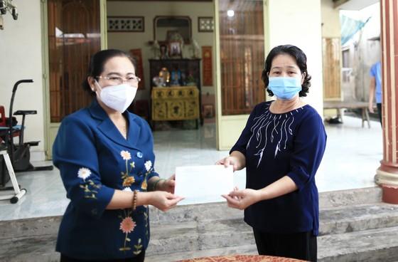 Chủ tịch HĐND TPHCM Nguyễn Thị Lệ thăm, động viên trẻ em mồ côi vì Covid-19 ảnh 5