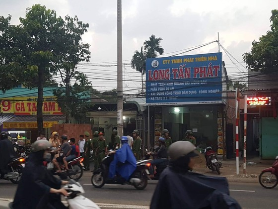 """Khám nhà chủ doanh nghiệp gọi Giang """"36"""" vây xe công an ảnh 1"""