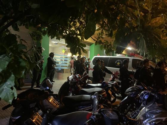 Giám đốc bệnh viện bị giang hồ khống chế đòi nợ, cả trăm cảnh sát đến hiện trường ảnh 1