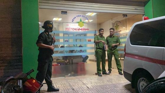 Giám đốc bệnh viện bị giang hồ khống chế đòi nợ, cả trăm cảnh sát đến hiện trường ảnh 2