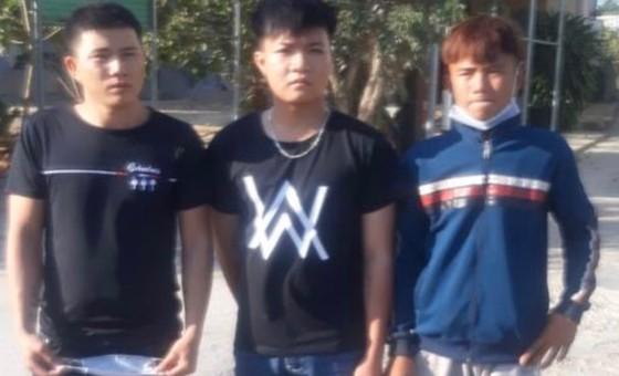 Bắt ba đối tượng ném đá xe khách ở Đồng Nai ảnh 1