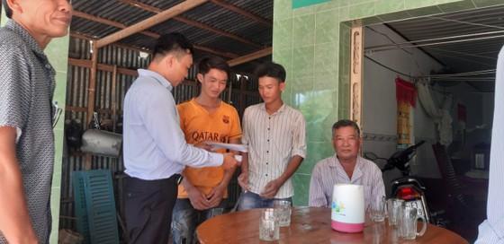 Thăm, tặng quà các nạn nhân và thân nhân vụ sập tường làm 10 người chết ở Đồng Nai ảnh 1