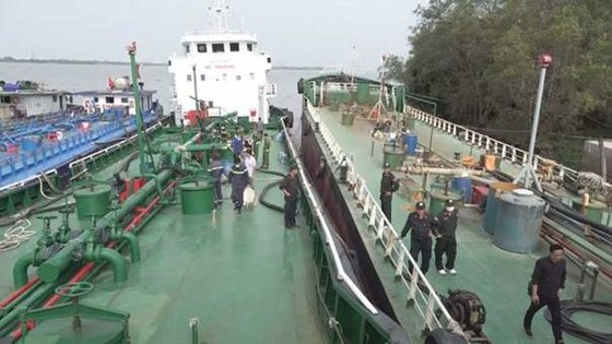 Bắt giữ thuyền trưởng của tàu Nhật Minh 07 và Nhật Minh 09 trong chuyên án 920G buôn lậu xăng giả ảnh 3