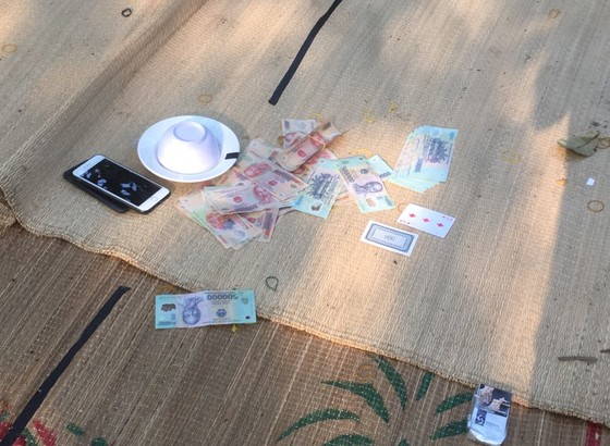 Công an Đồng Nai liên tiếp triệt phá 2 vụ đánh bạc ảnh 1