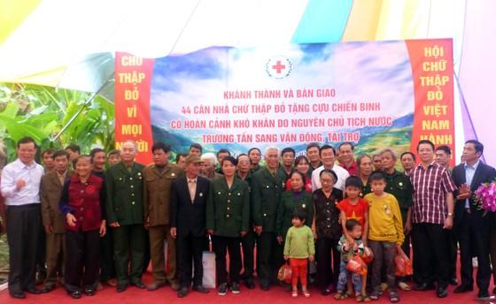 Nguyên Chủ tịch nước Trương Tấn Sang tưởng niệm, tri ân các anh hùng, liệt sĩ tại Vị Xuyên ảnh 11
