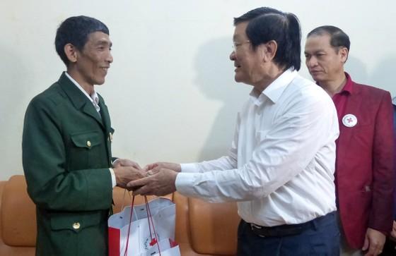Nguyên Chủ tịch nước Trương Tấn Sang tưởng niệm, tri ân các anh hùng, liệt sĩ tại Vị Xuyên ảnh 12
