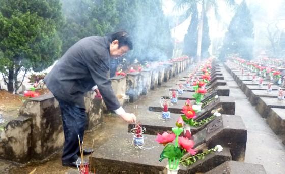 Nguyên Chủ tịch nước Trương Tấn Sang tưởng niệm, tri ân các anh hùng, liệt sĩ tại Vị Xuyên ảnh 4