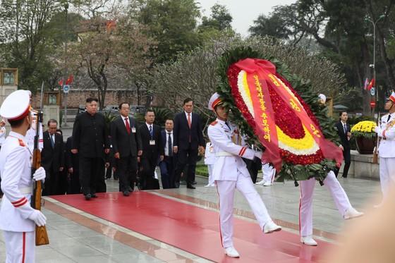 Chủ tịch Triều Tiên Kim Jong-un vào Lăng viếng Chủ tịch Hồ Chí Minh trước khi rời Hà Nội ảnh 11