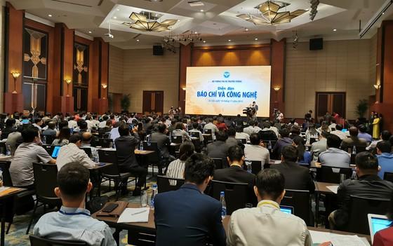 """Theo Bộ trưởng Bộ TT-TT Nguyễn Mạnh Hùng, báo chí Việt Nam phải thay đổi, trước khi công nghệ chuyển """"sứ mạng báo chí"""" cho lực lượng khác ảnh 1"""