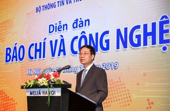 """Theo Bộ trưởng Bộ TT-TT Nguyễn Mạnh Hùng, báo chí Việt Nam phải thay đổi, trước khi công nghệ chuyển """"sứ mạng báo chí"""" cho lực lượng khác ảnh 2"""