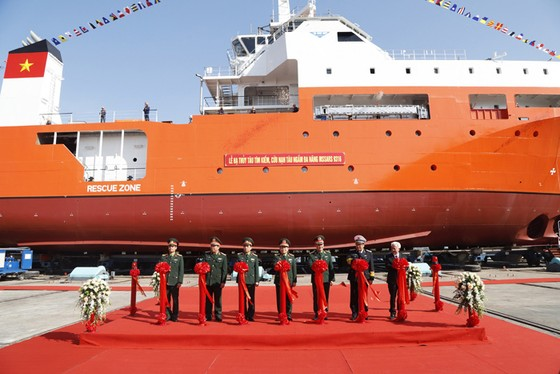 Bộ Quốc phòng hạ thủy tàu cứu hộ tàu ngầm đầu tiên đóng mới tại Việt Nam ảnh 1