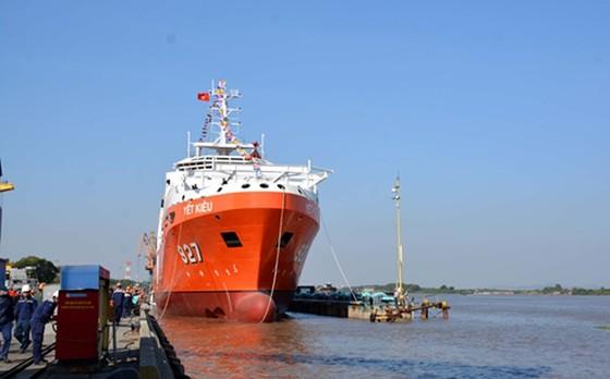 Bộ Quốc phòng hạ thủy tàu cứu hộ tàu ngầm đầu tiên đóng mới tại Việt Nam ảnh 2