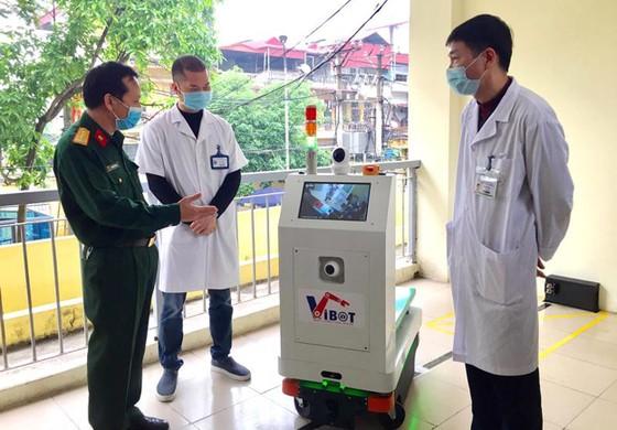 Chế tạo thành công robot vận chuyển trong các khu vực cách ly dịch Covid-19 ảnh 1