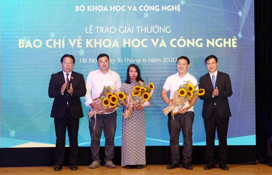 Trao Giải thưởng Báo chí về KH-CN năm 2019 ảnh 4