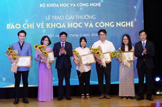 Trao Giải thưởng Báo chí về KH-CN năm 2019 ảnh 5