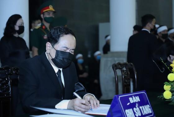 Cử hành trọng thể Quốc tang nguyên Tổng Bí thư Lê Khả Phiêu ảnh 23