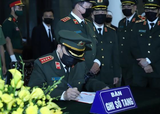Cử hành trọng thể Quốc tang nguyên Tổng Bí thư Lê Khả Phiêu ảnh 25
