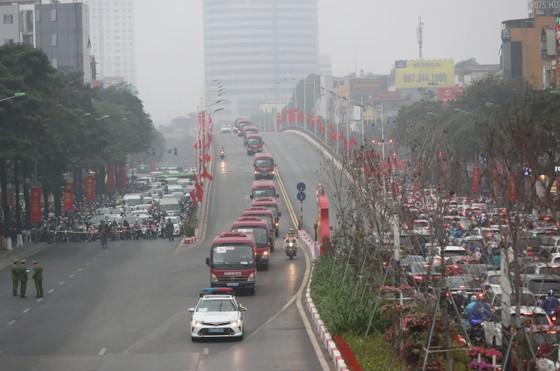 Đại biểu dự Đại hội XIII của Đảng vào Lăng viếng Chủ tịch Hồ Chí Minh ảnh 11