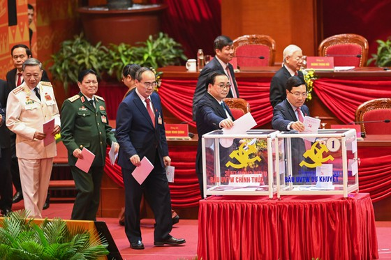 Đại hội XIII của Đảng tiến hành bầu Ban Chấp hành Trung ương khóa XIII ảnh 5