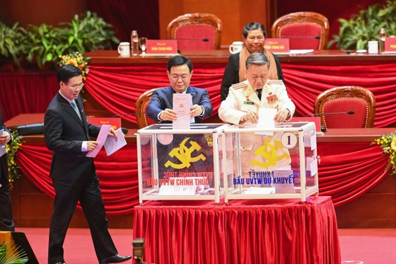 Đại hội XIII của Đảng tiến hành bầu Ban Chấp hành Trung ương khóa XIII ảnh 6