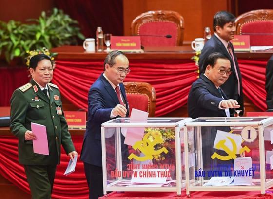 Đại hội XIII của Đảng tiến hành bầu Ban Chấp hành Trung ương khóa XIII ảnh 4