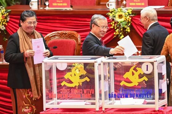 Đại hội XIII của Đảng tiến hành bầu Ban Chấp hành Trung ương khóa XIII ảnh 3