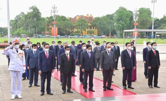 Lãnh đạo Đảng, Nhà nước vào Lăng viếng Chủ tịch Hồ Chí Minh ảnh 3