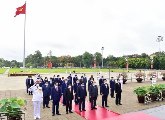 Lãnh đạo Đảng, Nhà nước vào Lăng viếng Chủ tịch Hồ Chí Minh ảnh 2