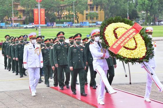 Lãnh đạo Đảng, Nhà nước vào Lăng viếng Chủ tịch Hồ Chí Minh ảnh 4